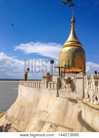 Bu Paya Historical Pagoda in Bagan in Myanmar - The pagoda is overlooking at the right bank of the Ayeyarwady River