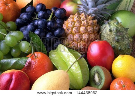 fruit conquer the viewer's eye with vivid colors. You can see details