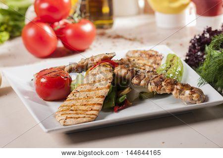 tavuk ızgara tavuk şiş kebap domates biber zeytin yağı