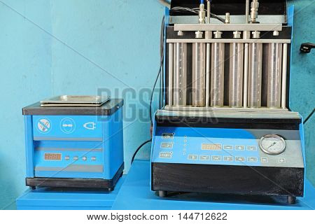 The image of a car injector diagnostic and repair machine