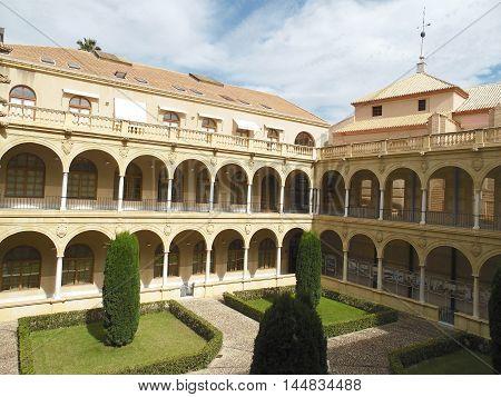 Claustro de la Facultad de Derecho de Murcia