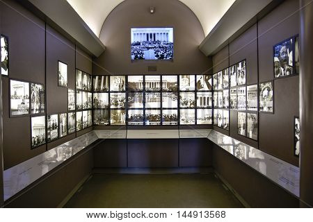 WASHINGTON DC, DECEMBER 19: Entry hall to Abraham Lincoln with two rooms equipped with screens which also project the speech of Martin Luther Kingf . Taken in December 19 2015 in Washington DC, USA.