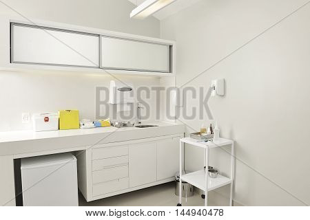 Photo of a clinic room environment in white