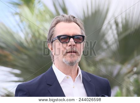 Gary Oldman attends the Rendez-Vous with Gary Oldman Photocall during the 71st annual Cannes Film Festival at Palais des Festivals on May 17, 2018 in Cannes, France.