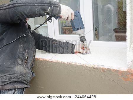 Building Contractor Drilling Hole For Insulation Plastic Holder For Foam Insulation Sheet In Window