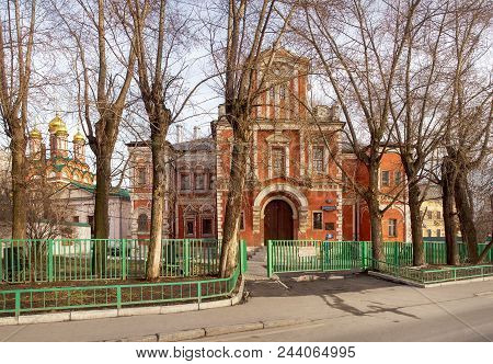 Moscow, Russia - April 4, 2015: Averky Kirillov S Palace And The Church Of St. Nicholas At Bersenevk