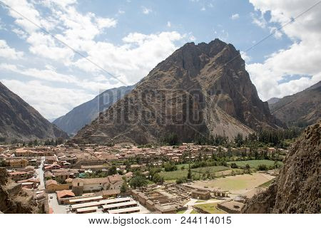Ollantaytambo Village And Pinkuylluna Mountain - Ollantaytambo, Sacred Valley, Peru. Small Town Of O