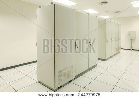 Input And Output Room For Distributed Control System Of Oil And Gas Refinery Industrial With Metal C