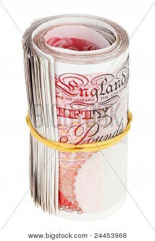Libra esterlina rodado hasta billetes, aislados en blanco