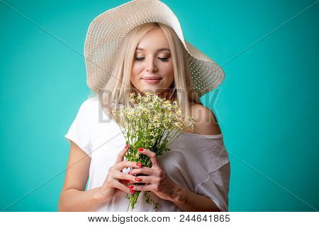 Plesant Smell Of Chamomiles. Sense Of Smell Concept. Bouquet With Sweet Smell. Fragrant Smell Of Fie
