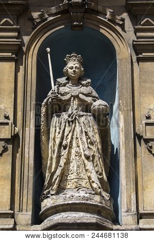 A Statue Of Queen Elizabeth I, Located On Fleet Street In The City Of London, Uk.  It Is The Only Kn