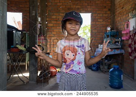 Cambodia, Siem Riep : Poor Children Around The City Of Angkor Wat, Cambodia On August 8, 2017