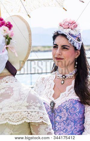 Cagliari, Italia - Giugno 2, 2019: Domenica Alla Grande Jatte *golden Party* Xed, Presso La Villa Ba