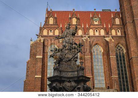 John Nepomucene Monument In Front Of Holy Cross And Saint Bartholomew Church In Ostrow Tumski - Hist
