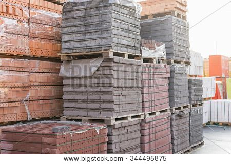 Pallets With Bricks In The Building Store. Racks With Brick. Masonry, Stonework. Several Pallets Wit