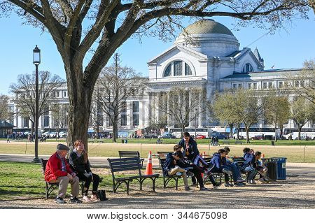 Washington Dc, Usa - March 27, 2019: The National Mall And Smithsonian National Museum Of Natural Hi
