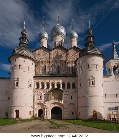 Resurrection church and entrance to Rostov kremlin