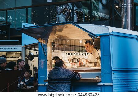 London, Uk - December 29, 2019: Woman Buying Food From Sud Italia Pizza Stall Inside Spitalfields Ma
