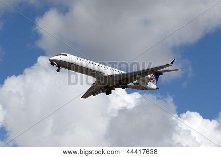 United Express Bombardier CRJ-701