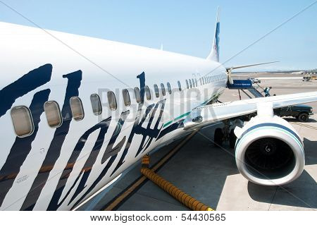 Boeing Alaska Airlines Ready To Boarding In Kona At Keahole International Airport