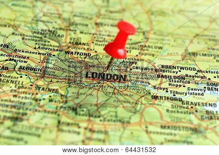London on map with pointer