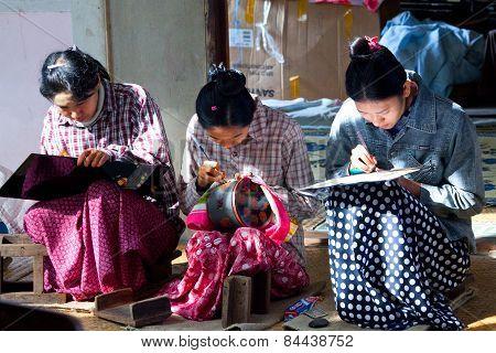 Burmese Women