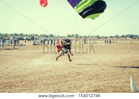 Parachute jumper on a wing parachute execute a controlled descent by parachute