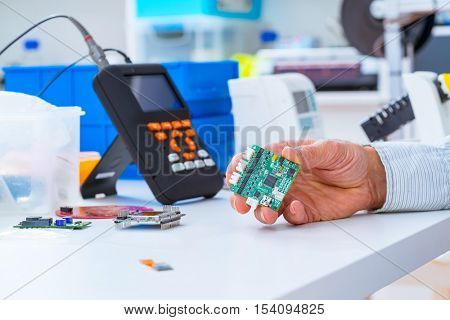 Assembly of DIY  electronic devices in laboratory