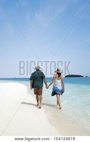 Young Couple Visit Aitutaki Lagoon Cook Islands