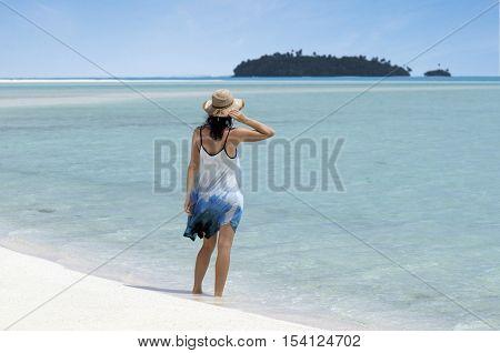 Young Woman Visit  Aitutaki Lagoon Cook Islands