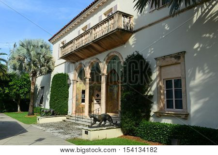Society of the Four Arts, Palm Beach, Florida, USA. Society of the Four Arts was founded in 1936 with two libraries, exhibition space and an auditorium for lectures, concerts and films.