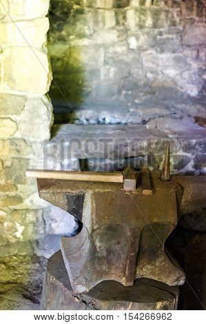 a abvil and heabt hammer in blachsmith workshop