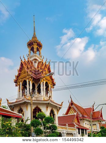 Wat Chana Songkhram or known as Wat Klang Na is an Ayutthaya period temple. It is located near popular street Khaosan road and district for back packer and budget tourist in Bangkok Thailand