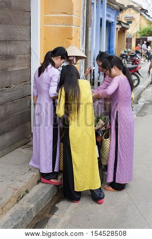 Girls Shopping Hoi An, Vietnam