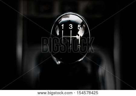black shiny handle manual gearbox five-speed on the center of the frame