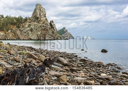 For picturesque rocky Cape offers a new unforgettable view of the coast of lake Baikal.