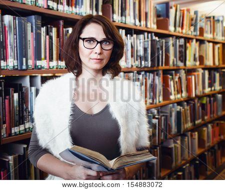 porno-video-bibliotekarshi