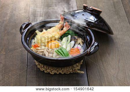 nabeyaki udon, japanese hot pot noodle