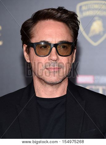 LOS ANGELES - OCT 20:  Robert Downey Jr. arrives to the