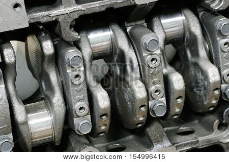 The image of a crank in a cylinder head