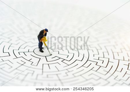Miniature People: Worker Man Breaking Down The Walls In The Maze. Concepts Of  Problem Solving, Chal