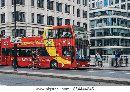 London, Uk - July 24, 2018: City Sightseeing Hop-on Hop-off Tour Bus Collecting Customers On London