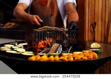 Cook Outside Cooking Grilled Vegetables With Fish