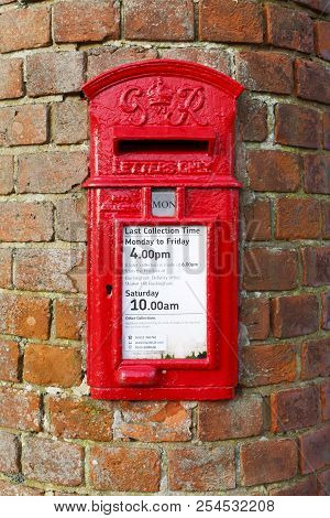 Buckingham, Uk - January 16, 2016. A Traditional British Post Box Is Set Into A Wall In Buckinghamsh