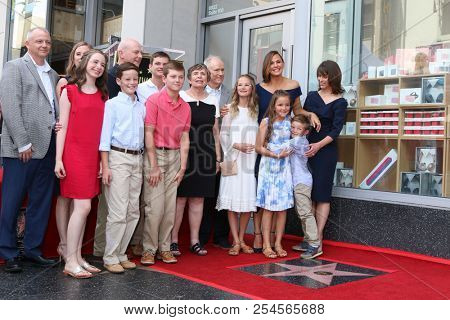 LOS ANGELES - AUG 20:  Jennifer Garner and Family at the Jennifer Garner Star Ceremony on the Hollywood Walk of Fame on August 20, 2018 in Los Angeles, CA