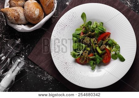 Salad With Beef ,green Beans And Fresh Tomatoes