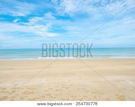 Tropical Idyllic Ocean Blue Sky And Beautiful Beach In Vacation Time,holiday On The Beach,summer Con