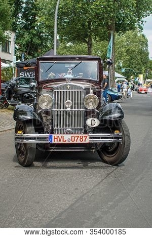 Welfenallee, Berlin, Germany - June 16, 2018: A Red And Black Wanderer Car  At The Annual Oldtimer M
