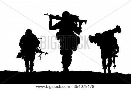 Troops Of Soldiers Return Form War / Silhouette Vector