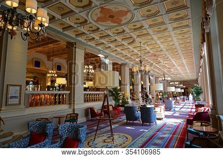 Palm Beach, Fl, Usa - Jan. 2, 2015: Grand Dinning Hall Inside Breakers Hotel. Breakers Hotel Is A Hi